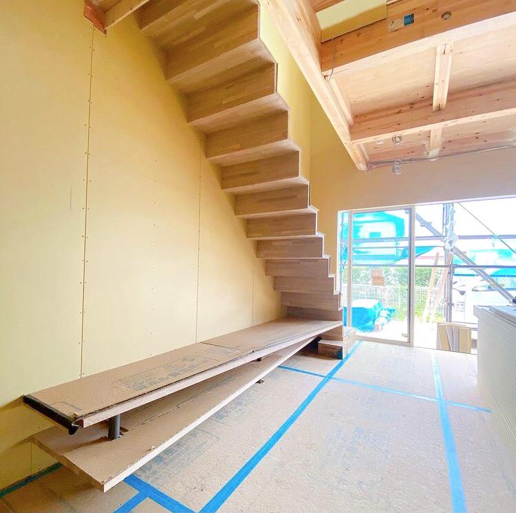 北名古屋市女性建築士の自邸、木製階段
