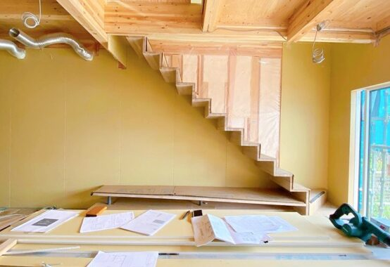 北名古屋市女性建築士の自邸 木製階段